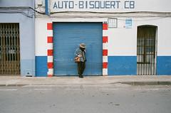 Street Portrait during my time in Javier, Spain - Spring 2018 (Brjann.com) Tags: leica m4p rangefinder kodak film analog photography street portrait portra400 portra kp400 35mm spain blue color palette