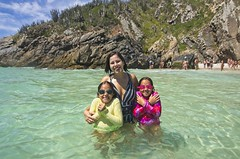Ana, Letícia e Helena (mcvmjr1971) Tags: red arraial do cabo rio janeiro praia farol nikon d7000 lens tokina 1116mm f28 outex