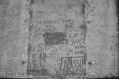 Alès Pres st jean-8591 (YadelAir) Tags: alès immeuble destruction pelleteuse débris démolition rue noiretblanc habitat hlm