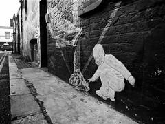 (a.pierre4840) Tags: olympus om2n zuiko 24mm f28 35mmfilm kodak kodaktrix trix bw blackandwhite monochrome noiretblanc graffiti streetart perspective angle london england