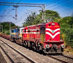 Katni WDG-3A rescues Jhansi WDP-4D ! (Vijesh Kannan) Tags: indianphotography indianrailways photography railfan railfanning alco deadloco