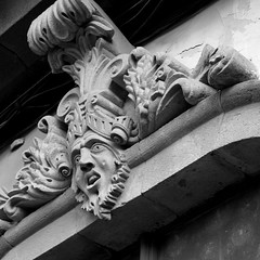 Art Nouveau (Konakilo) Tags: artnouveau pentacon arquitectura architecture modernismo canoneos20d window blackandwhite blancoynegro