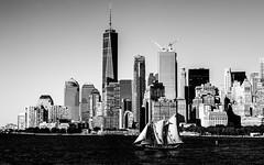 New YorkBW0991 (schulzharri) Tags: new york usa city town stadt hochhaus skyscraper black white schwarz weis architektur architecture wolkenkratzer himmel brücke bridge flus river wasser water skyline panorama