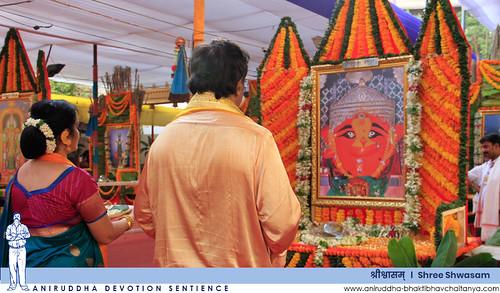 Sadguru Shree Aniruddha performing the Pradakshina while taking darshan of the various forms of Aadimata Chandika | 'श्रीश्वासम्' मधील आदिमाता चण्डिकेच्या विविध रूपांचे दर्शन घेत प्रदक्षिणा करताना सद्गुरु श्रीअनिरुद्ध बापू
