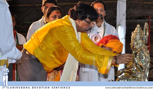 Sadguru Shree Aniruddha performing Mata Shivagangagauri Poojan at Janhavi Sthanam during Shree Varada Chandika Prasannotsav | वरदाचण्डिका प्रसन्नोत्सवात जाह्नवी स्थानम येथे माता शिवगंगागौरीचे पूजन करताना सद्गुरु श्री अनिरुद्धबापू