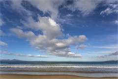 Blue Sky (:: Blende 22 ::) Tags: australia australien tasmania tasmanien beach coast sand stones rocks bluesky clouds cloudy wolken bewölkt fels wasser water canoneos5dmarkiv ninemilebeach ef1740mmf4lusm wideangel