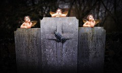 Trübsalbläserensemble (Maquarius) Tags: engel putten putto grab friedhof