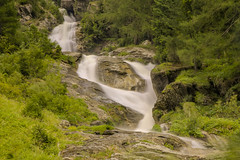 Flusso costante / Even flow (Val di Gressonney, Valle D'Aosta, Italy) (AndreaPucci) Tags: italy italia valledaosta valdigressonney waterfall longexposure andreapucci