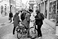 Eccentric (auqanaj) Tags: 201902 40mm kodakgold200 leica leitz leitzwetzlarsummicronc1240 minolta minoltacle wetzlar analog bis20190219 cewescanat72dpi film street strase bike fahrrad cobblestone kopfsteinpflaster strasenszene mobilephone handy cellphone gnarled kauzig knorrig charakter character men man mann männer monochrome schwarzweis blackandwhite