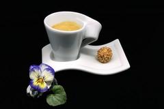 Gib mir die Kugel (ingrid eulenfan) Tags: 2019 kaffeepause pausecafé coffebreak 365project kaffee espresso cappuccino cup coffeepot tasse coffee togo giotto