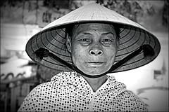 Woman in Hué (Iam Marjon Bleeker) Tags: vietnam hué womaninvietnam womaninhué portrait portret blackandwhite nonlá 2016 vpdag7p1050917zw