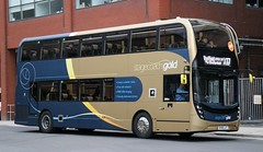 Stagecoach Yorkshire 11125 SK68LUT in Sheffield with an X17 'GOLD' service. (Gobbiner) Tags: stagecoachgold sk68lut stagecoachyorkshire x17 sheffield matlock 11125 adl e400mmc enviro