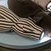 Plüschtier mit Leselampe in der Schnauze kann auf Schulter platziert werden