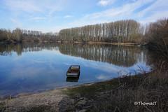 Altrheinidylle (TitusT1960) Tags: himmel blau boot landschaft landscape wasser wolken altrhein rhein rheinlandpfalz see wald tree