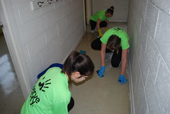 DSC_4541 (Newport News Choice) Tags: serve the city 2019 cni volunteers community service youth children teens scrubbing gloves cleaning floors