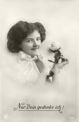Vorführdame März 1915 (zimmermann8821) Tags: blumen blumenarrangement bluse damenfrisur damenmode frisur mode atelierfotografie fotografie postkarte gruskarte vorführdame deutscheskaiserreich österreichungarn