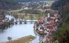 Die Steinerne Brücke von Kallmünz (Teresa (be there...)) Tags: naab ort markt städchen city altstadt brücke bridge kirche church landscape landschaft