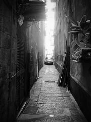 Napoli.....narrow-minded....parking area (Antonio Piccialli) Tags: 2019 marzo naples napoli campania canon canonixus155 vicolidinapoli vesuvio centrostorico centro vicolo decumani citta bn blackwhite bwartaward bianconero blackandwhite bw vicoli parcheggio parking