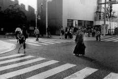 peace sign (Woodenship) Tags: tokyo ginza japan street snap film olympus analog blackandwhite bw monochrome