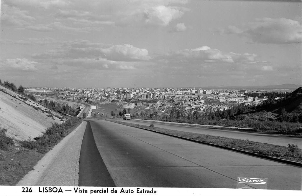 226 LISBOA — Vista parcial da Auto Estrada. António Passaporte, c. 1950.