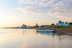 Tomsk city waterfront (man_from_siberia) Tags: tomsk waterfront river tom tomriver rivertom riverside riverbank riverscape water watersurface motorboat summer august evening siberia russia томск томь река вода берег лето август вечер сибирь россия canon eos 200d dslr canoneos200d canon200d canonrebelsl2 canonef40mmf28stm pancakelens