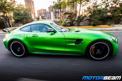 Mercedes-AMG-GT-R-27