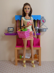 Sophie (BackToTheChildhood80) Tags: barbie doll mattel dreamhouse susy brown blond teresa store playset