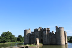 Bodiam Castle (mbphillips) Tags: europe 歐洲 欧洲 europa 유럽 castle castillo 城堡 mbphillips goetagged photojournalism photojournalist england angleterre inglaterra 英国 英國 영국 イングランド english greatbritain eastsussex 이스트서식스주 東薩塞克斯郡 sussex canon80d canoneos80d canon sigma1835mmf18dchsm sigma bodiamcastle moat moatedcastle bodiam medieval unitedkingdom uk britishisles