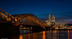 Kölner Dom zur Blauen Stunde (rapp_henry) Tags: köln cologne rhein fluss rhine river blauestunde bluehour henryrapp nikon nikond800 nikon2470mmf28 lichter lights brücke bridge wasser reflection kathedrale cathedral