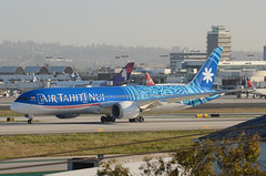 Air Tahiti Nui 787-900 Dreamliner (F-OMUA) - LAX Taxiway H  (1) (hsckcwong) Tags: airtahitinui 787900 7879 787 dreamliner fomua lax klax