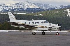 Raytheon Beech C90A King Air N396AF c/n LJ-1540 at Truckee Airport California 2019. (planepics43) Tags: beechcraft beech kingair truckeeairport n396af lj1540 airport aviation airplane aircraft airshow flying flight pilot planes planespotting plane 17crossfeed claytoneddy tower takeoff taxi transportation landing california weather cessna piper