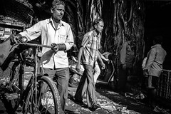 Mumbai (LIX) (manuela.martin) Tags: schwarzundweis streetphotography bw blackandwhite hipshots india mumbai leicammonochrom leica leicamonochrom leicam foreignpeople