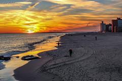 Sunset in Coney Island (TMStorari) Tags: coneyisland coney island brooklyn newyork beach sand sunset tramonto sun sonne sonnenuntergang tramonti luce lights shadows sea panorama horizon ocean atlanticocean atlantic evening abendslicht abend usa america unitedstatesofamerica ilovenewyork sky cielo himmel