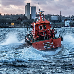 Karlshamn pilot boat (tonyguest) Tags: pilot boat water waves spray harbour hamn karlshamn blekinge sweden tonyguest