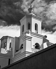 "Mission San Xavior del Bac <a style=""margin-left:10px; font-size:0.8em;"" href=""http://www.flickr.com/photos/25368141@N04/33167661178/"" target=""_blank"">@flickr</a>"