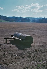 Keep Rollin', Corrimony, May 2016 (Mano Green) Tags: canon eos 300 40mm lens lomography colour negative 400 35mm film scotland uk may spring 2016 field farming equipment agriculture
