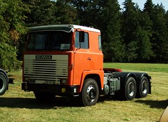 Scania 111 Richelieu (37 Indre et Loire) 02-09-18a (mugicalin) Tags: fujifilm fujifilmfinepix fujifilmfinepixs1 s1 finepixs1 finepix scania scaniatruck lkw calion swedishtruck camionsuédois 2018 37 indreetloire richelieu 6x4 6x4truck camion6x6 tracteurroutier orangetruck camionorange 111 scania111 187 rr 86 truck camion classictruck 10fav 20fav