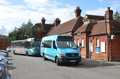 Return of the Minibus (Leopard26r) Tags: 1019 bf67wgv 4204 yj61chz 479 arriva arrivasoutherncounties bookhamstation