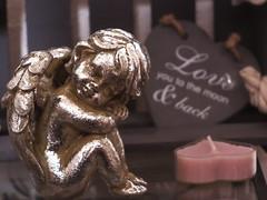 BALD IST VALENTINSTAG, DRANDENKEN P1200003 (hlh 1960) Tags: engel herz liebe kerze love deko kitch pink heart stillleben