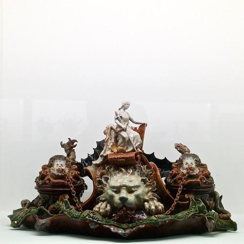 """""""Conselheiro Thomaz Nunes de Serra e Moura"""" inkwell (1899) - Rafael Bordalo Pinheiro (1846 - 1905)"""