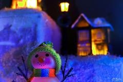 Lighty Snowboy (MeKAiles Photographie) Tags: macro miniature décor décoration decoration christmas lights night long exposure nightshot nightview homemade led multicolore sony rx10m3 rx rx10 rx10iii bridge sensor 1 mekailes snowboy toys toy