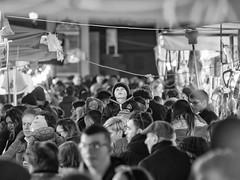 Con il naso all'insù (Riccardo Palazzani - Italy) Tags: brescia fiera san faustino giovita folla people baby