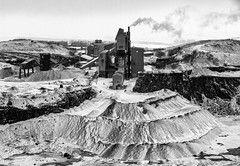Hindlow Quarry (l4ts) Tags: landscape derbyshire peakdistrict whitepeak snow winter earlsterndale sterndalemoor blackwhite monochrome hindlowquarry