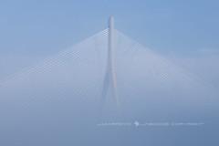 NAVE INTERESTELAR (José Mª Arroyo) Tags: jabkdos jmarroyo jab josémªarroyo cádiz bahíadecádiz puente puentedelapepa puentedelaconstitución niebla mar