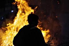 San Giuseppe (Angelo Petrozza) Tags: sangiuseppe fuoco fire angelopetrozza montescaglioso basilicata tradizioni persone people 18270 pentax