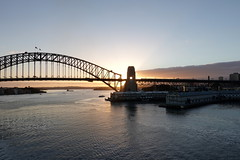 Kindness is the sunshine in which virtue grows. (Robert Green Ingersoll) (boeckli) Tags: 007798 rx100m6 sunrise sunshine sun sydney sydneyharbour sydneyharbourbridge bridge brücke water wasser hafen harbour outdoor newsouthwales australia australien silhouette sky landscape seascape seasunclouds view aussicht