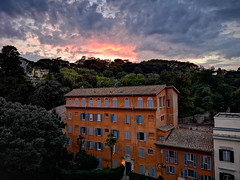 From Rome hotel roof. P20 Pro. (dagboshoots) Tags: rome p20 p20pro italy italia dusk nightmode mobilephone phonephotography dagboshoots night sky clouds happy