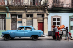 Pick Up (FX-1988) Tags: cuba havana street car american latino 50s classic urban people work colors