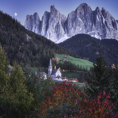 Val di Funes Dolomites (EtienneR68) Tags: landscape arbre colors forest foret hills montagne mountain nature paysage dolomites dolomiti sunset travel voyage tree marque a7r3 neige senic valdifunes