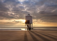 Low Lighthouse - B U R N H A M - on - S E A (Twogiantscoops) Tags: twogiantscoopsaolcom iplymouth sandybeach scoops chrismarshall'simages 1635mm 5dmk2 canon leefilters shadows sundown sunset lighthouse lowlighthouse burnham burnhamonsea